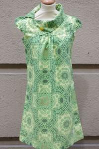 Retro klänning i vintage tyg
